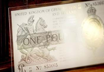 Warren Fisher One Pound Silver Banknote Close Up2