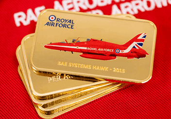 Red-Arrows-2015-Tailfin-Gold-Plated-Ingot-Lifestyle2.png