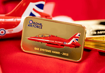 Red-Arrows-2015-Tailfin-Gold-Plated-Ingot-Lifestyle4.png