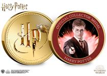 This Official Harry Potter medal features on the reverse a full colour image of Harry Potter. It has been protectively encapsulated in official Harry Potter packaging.