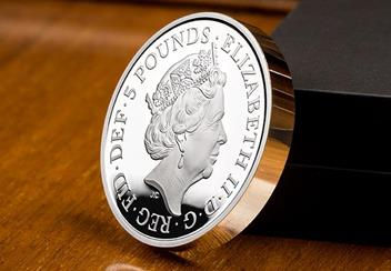 UK 2018 Four Generations Of Royalty Silver Proof Piedfort Five Pound Coin Obverse Lifestyle