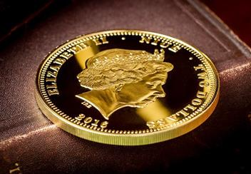 Queens 90Th Birthday Gold Plated Supersize Coin Obverse Lifestyle
