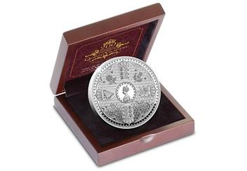 Victoria 200Th Birthday Silver Proof Five Pound Coin In Display Case