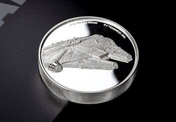 Star-Wars-2019-Millenium-Falcon-Ultra-High-Relief-Silver-Proof-Coin-Reverse-Lifestyle3.png