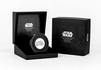 Star-Wars-2019-Millenium-Falcon-Ultra-High-Relief-Silver-Proof-Coin-in-Display-Case.png