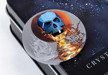 2019-Crystal-Skull-Luna-de-Sangre-Silver-Black-Proof-Coin-Lifestyle1.png