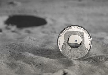 LS-IOM-£5-Proof-Coin-50-year-moon-Lifestyle-2.png