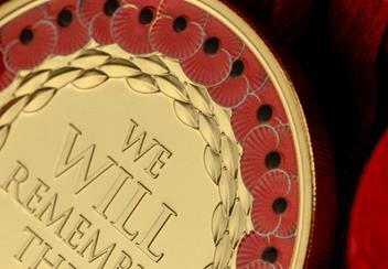 2019-Jersey-five-pounds-Poppy-Coin-Gold-Plated-with-red-colour-printing-lifestyle-Detail.png