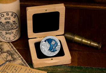 LS-2020-Solomon-Islands-10-Dollar-3-oz-Silver-antique-finish-with-blue-Lifestyle-Box.jpg