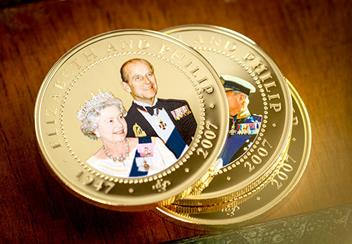 ST-Diamond-Wedding-Gold-Plated-Photographic-Coin-Collection-Lifestyle4.jpg