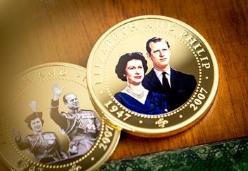 ST-Diamond-Wedding-Gold-Plated-Photographic-Coin-Collection-Lifestyle5.jpg