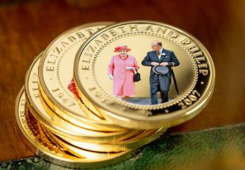 ST-Diamond-Wedding-Gold-Plated-Photographic-Coin-Collection-Lifestyle7.jpg