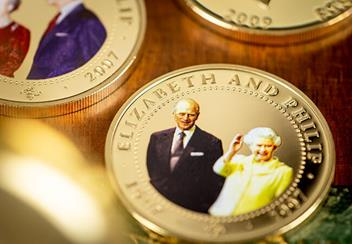 ST-Diamond-Wedding-Gold-Plated-Photographic-Coin-Collection-Lifestyle8.jpg