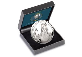 AT-Florence-Nightingale-5-Pound-Coin-Box-CuNi-Proof.jpg