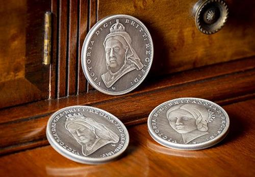 Victoria 200Th Birthday Iom Silver Antique Five Pound Three Coin Set Lifestyle