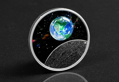 LS-Canada-2020-Mother-Earth-Silver-Coin-with-3d-glass-earth-silver-proof-20-dollars-lifestyle-3.jpg