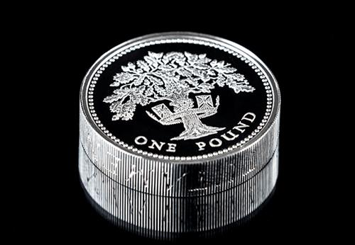 UK-1987-England-Oak-Tree-Silver-Proof-Piedfort-One-Pound-Coin-Lifestyle1.png